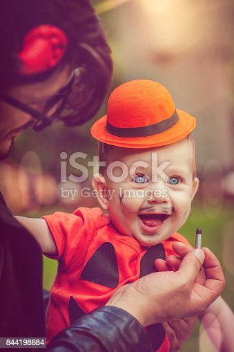 istock Halloween family 844198684