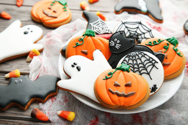 Halloween gingerbread cookies in plate on wooden table picture id1008262392?b=1&k=6&m=1008262392&s=612x612&w=0&h=vyc8jtkwy fe8w03azkpifvkolyuyner5pfntor67e8=