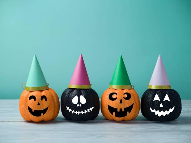 halloween glitzer kürbis jack o lantern dekor - halloween party einladungen stock-fotos und bilder