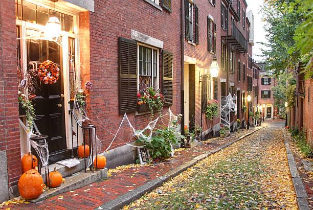 halloween in boston - türdeko stock-fotos und bilder
