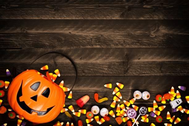 Halloween jack o lantern pail with bottom border of spilling candy picture id1030150972?b=1&k=6&m=1030150972&s=612x612&w=0&h= a5hfcvgruiatqzwd2rrv s9gfq6gmvmmshqg5tfhj8=
