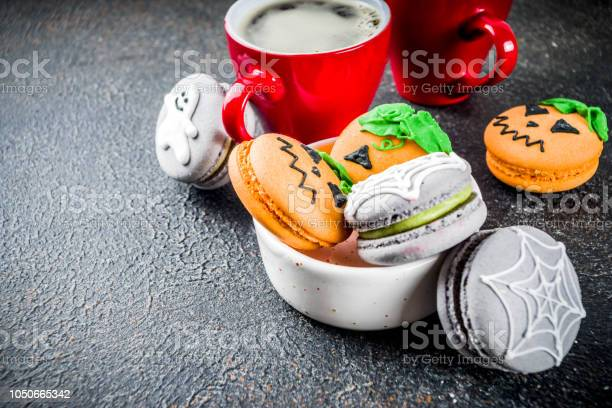 Halloween macaron cookies picture id1050665342?b=1&k=6&m=1050665342&s=612x612&h=etkig5nzxgzuv8uuieob3km75wubdis 85 gdwf mjs=