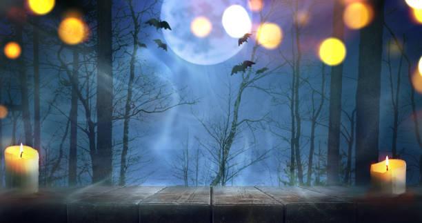 cadılar bayramı sisli orman - halloween background stok fotoğraflar ve resimler