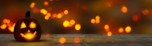 jack fener ve ahşap masa cadılar bayramı panorama arka plan - halloween background stok fotoğraflar ve resimler