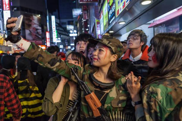 die halloween - tokyo cosplay stock-fotos und bilder