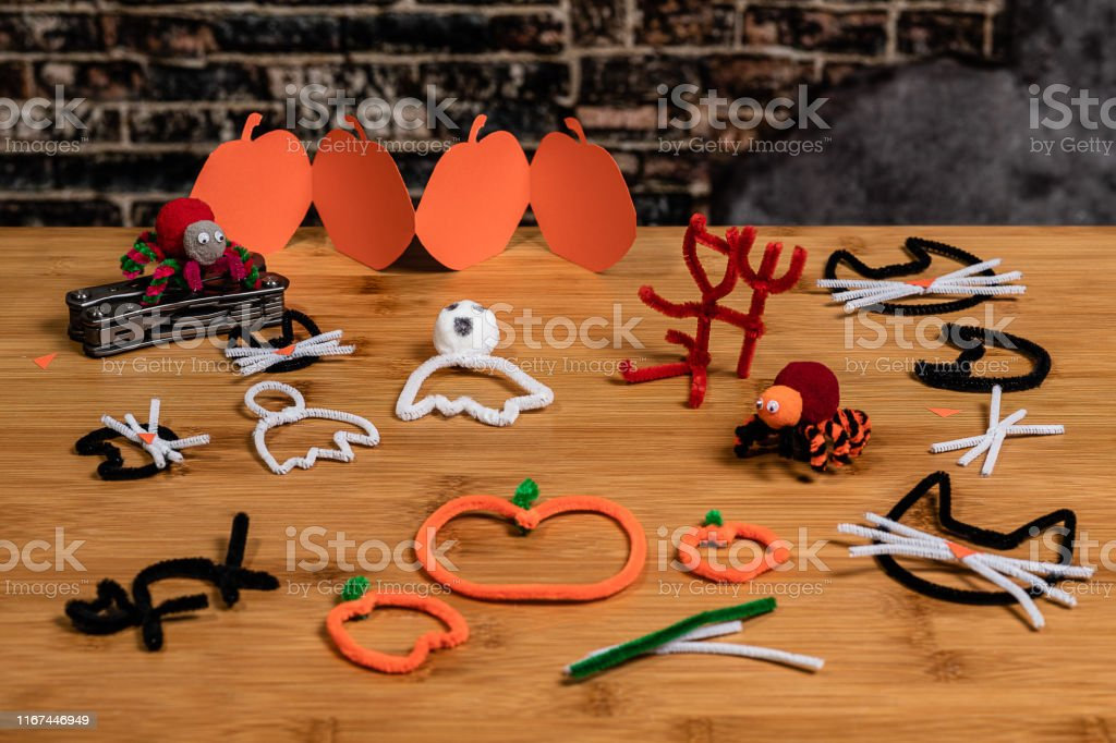 Halloween Pipecleaner And Construction Paper Crafts