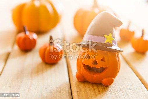 483328044 istock photo halloween pumpkin background 692128048