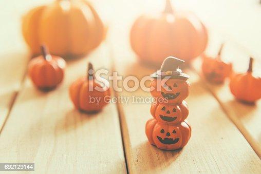 483328044 istock photo halloween pumpkin background 692129144