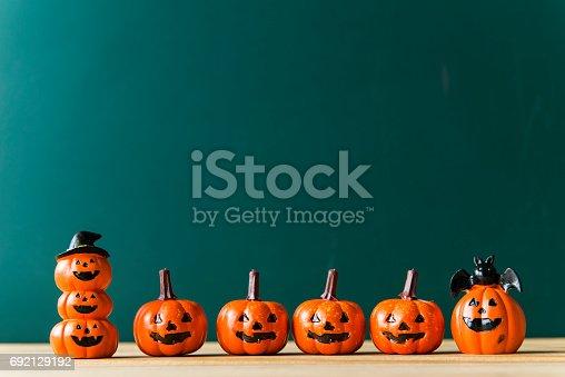 483328044 istock photo halloween pumpkin background 692129192