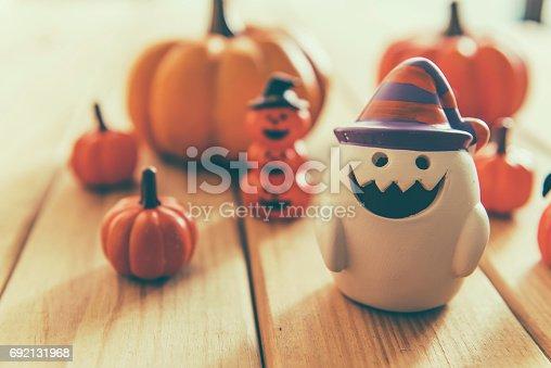 483328044 istock photo halloween pumpkin background 692131968