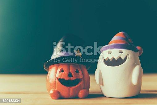 483328044 istock photo halloween pumpkin background 692132334