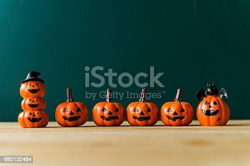 483328044 istock photo halloween pumpkin background 692132484