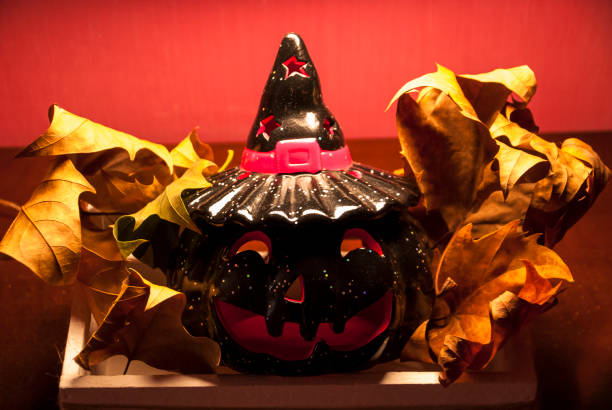 Halloween pumpkin in the midst of dried leaves - foto stock