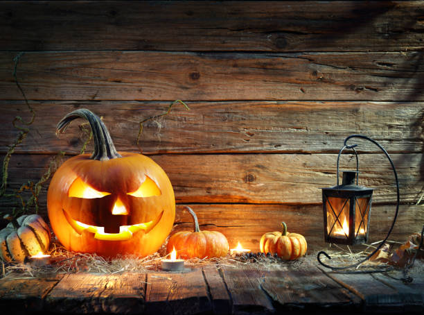halloween pumpkins in rustic background with lantern - happy halloween zdjęcia i obrazy z banku zdjęć