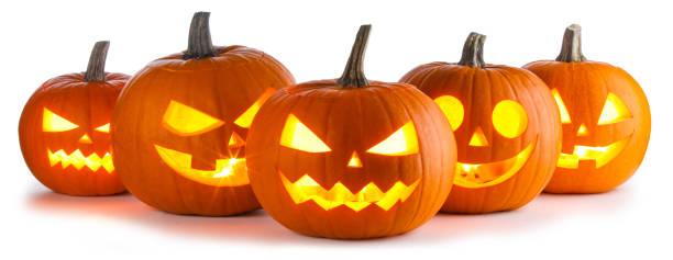 abóboras de halloween em branco - lanterna de halloween - fotografias e filmes do acervo