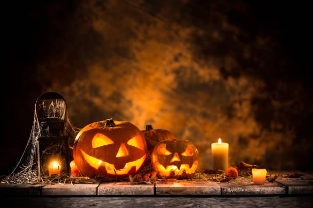 Halloween pumpkins on wooden planks picture id854062148?b=1&k=6&m=854062148&s=612x612&w=0&h=ne8wt4 midphf7 4oaycmfj73joovut l9vtsuo 3fw=