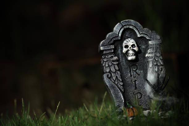 halloween-rip tombstone - halloween grabsteine stock-fotos und bilder