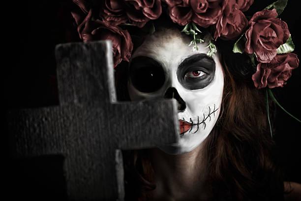 halloween / scary women in the graveyard - gothic bilder stock-fotos und bilder