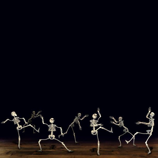 halloween skelett tanzen. schwarzer hintergrund. - halloween party einladungen stock-fotos und bilder