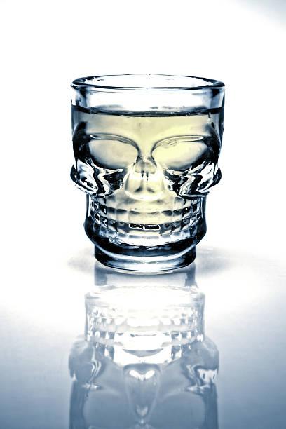 Halloween-Schädel denen Alkohol Schnapsglas – Foto