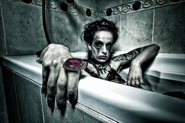 Halloween theme.Scary no banheiro. - foto de acervo