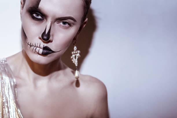 halloween frau - vampir schminken frau stock-fotos und bilder