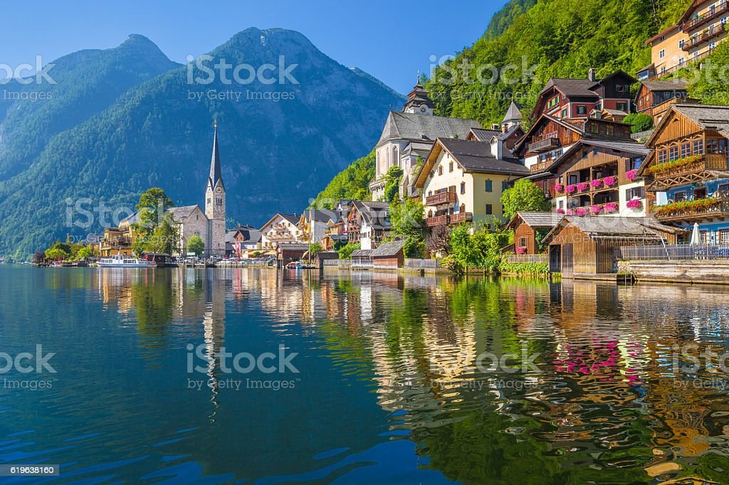 Hallstatt mountain village in the Alps, Salzkammergut, Austria – Foto