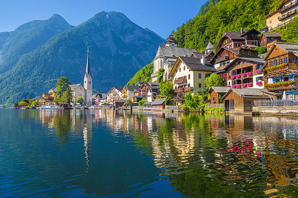 hallstatt mountain village in the alps, salzkammergut, austria - 奧地利 個照片及圖片檔