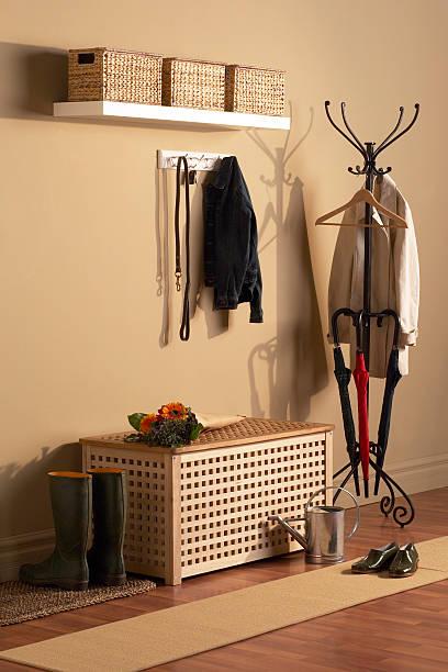 flur - garderobenhaken stock-fotos und bilder