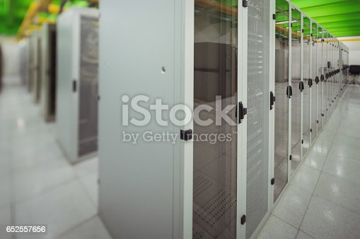 istock Hallway with a row of servers 652557656