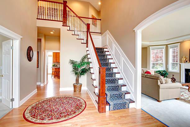 Flur mit Treppe – Foto