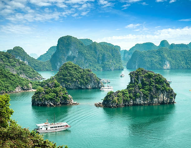 halong bay, vietnam. - bay of water stock pictures, royalty-free photos & images
