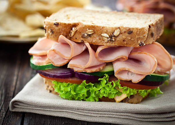 ham and cheese sandwich - sandwich stockfoto's en -beelden