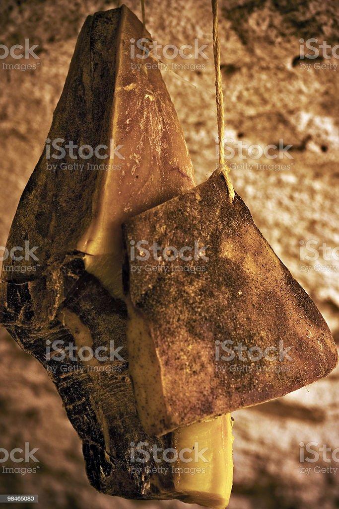 Prosciutto in cantina foto stock royalty-free
