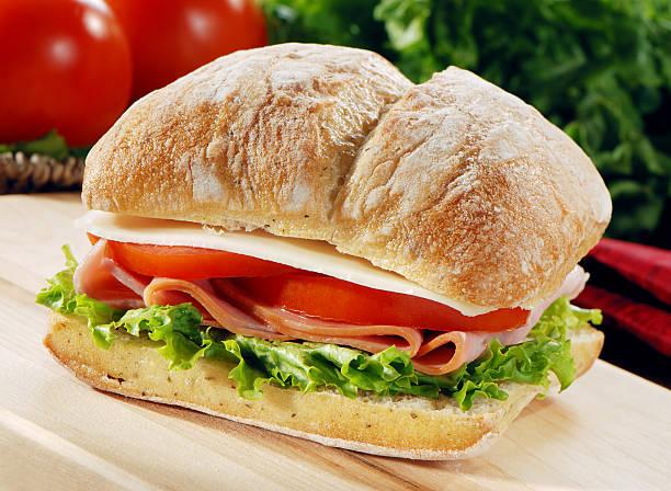 얇게 썬 햄 샌드위치 - 치아바타 빵 뉴스 사진 이미지
