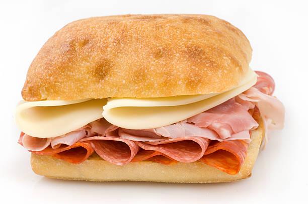 햄, 살라미, 쵸릿죠 치즈 샌드위치 - 치아바타 빵 뉴스 사진 이미지