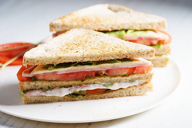 sandwich al prosciutto  - panino ripieno foto e immagini stock
