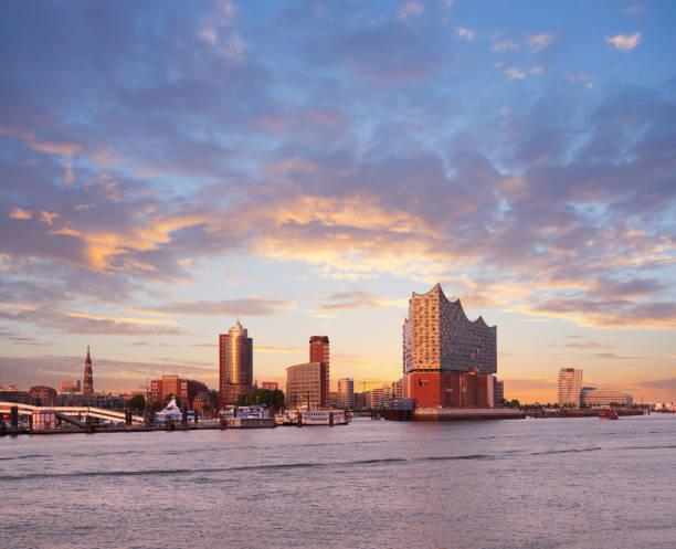 hambirg, view on the elbe river towards elbphilharmonie at sunset - hotel stadt hamburg stock-fotos und bilder