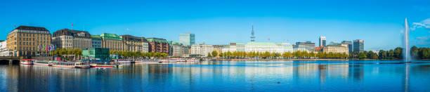 hamburg alster seefrunnen hotels und vergnügungsboote panorama deutschland - hotel stadt hamburg stock-fotos und bilder