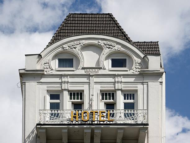 hotel in hamburg in the sky - hotel stadt hamburg stock-fotos und bilder