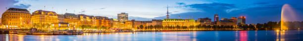hamburg panorama über see binnenalster, jungfernstieg sonnenuntergang leuchten deutschland - hotel stadt hamburg stock-fotos und bilder