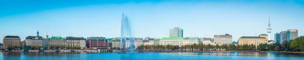 hamburg panorama binner alster see brunnen hotels fähren deutschland - hotel stadt hamburg stock-fotos und bilder