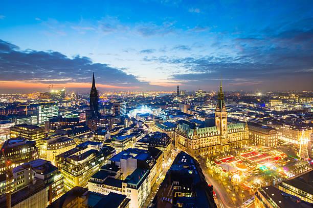 Hamburg town hall mit Christmas market – Foto