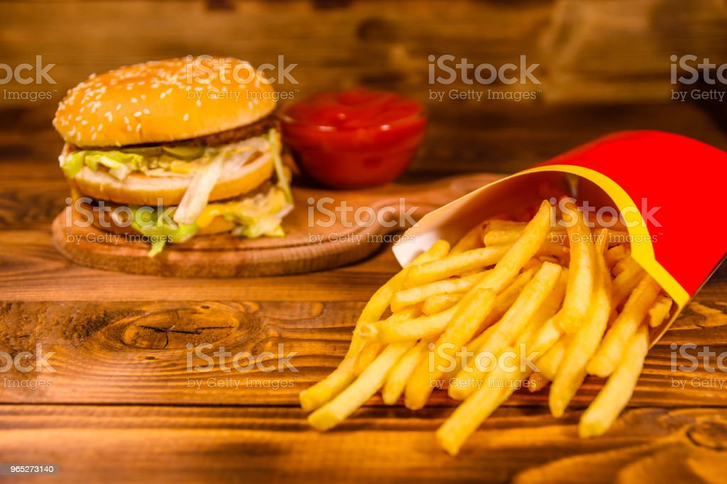 Hamburger and french fries on wooden table zbiór zdjęć royalty-free