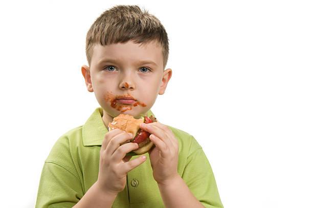 hambúrguer e o rapaz - boca suja imagens e fotografias de stock