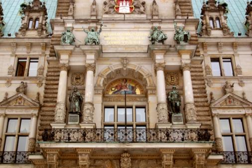 Hamburger Rathaus Fassade mit Balkon