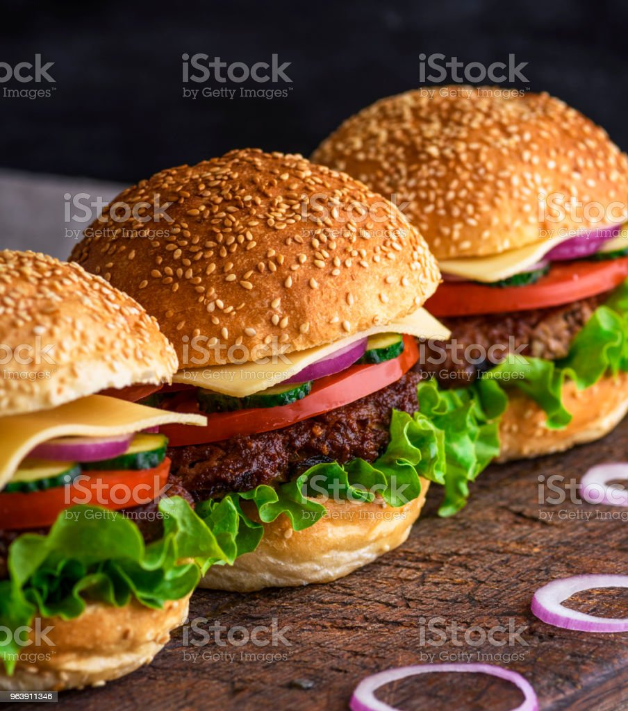 hamburger with beef, cheese and vegetables - Royalty-free American Culture Stock Photo