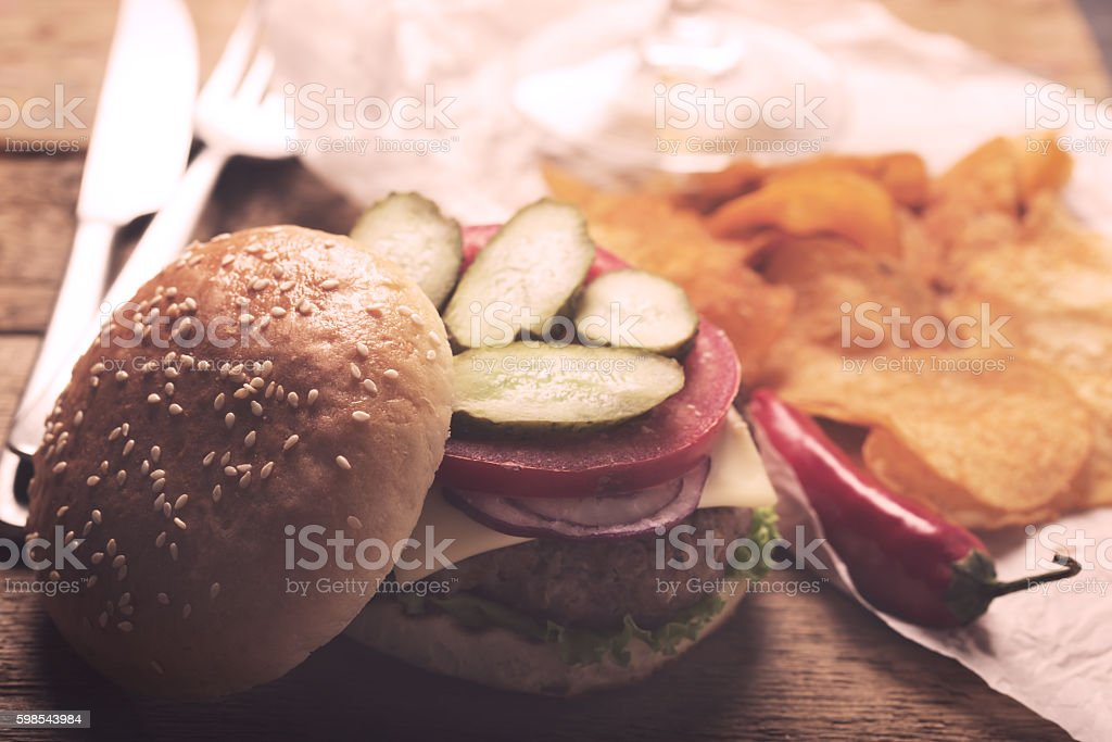 Hamburger with meat cutlet. Potato chips and beer photo libre de droits