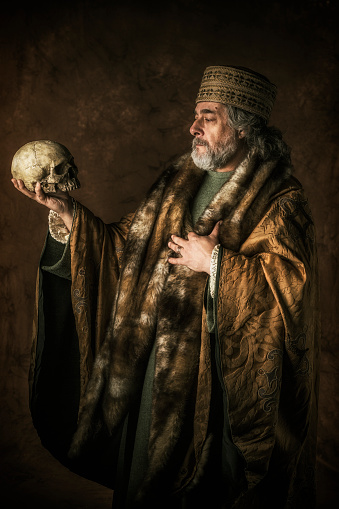 Hamlet by William Shakespear holding skull in his hands