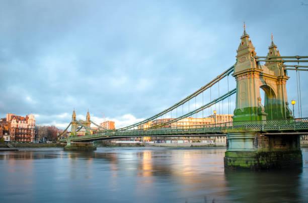 Puente de Londres, línea Hammersmith - foto de stock